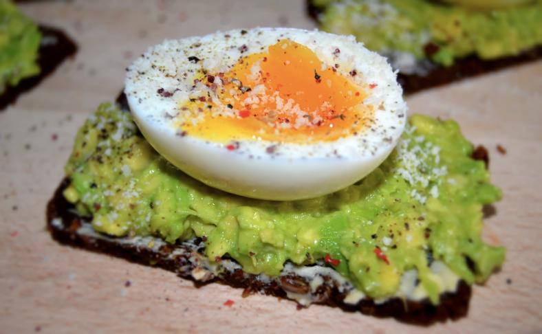 tost-avokado-eggs